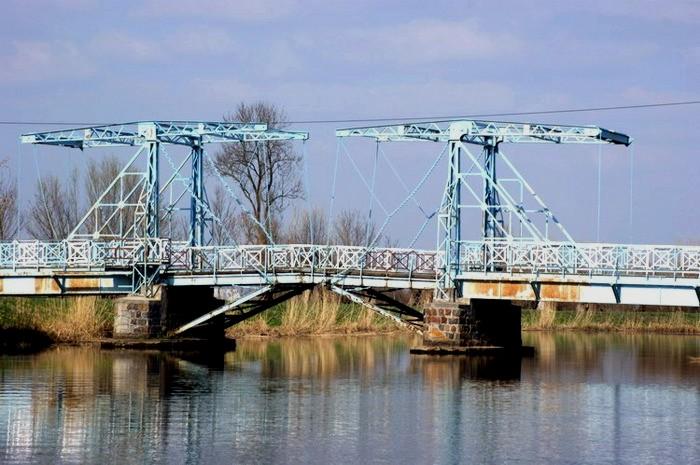 Most zwodzony w Jeziorze na rzece Tinie (nieczynny)