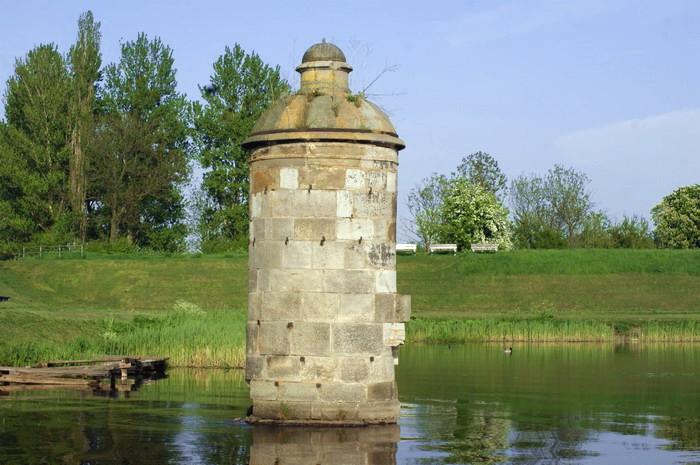 Kamienne Dziewice na Motławie - fragment umocnień dawnej śluzy Kamiennej